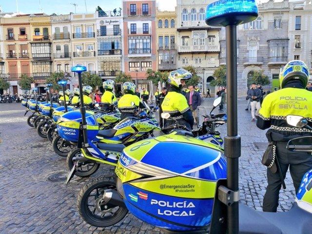Sevilla.- Sucesos.- Herido grave un agente al colisionar un turismo y una moto de la Policía Local