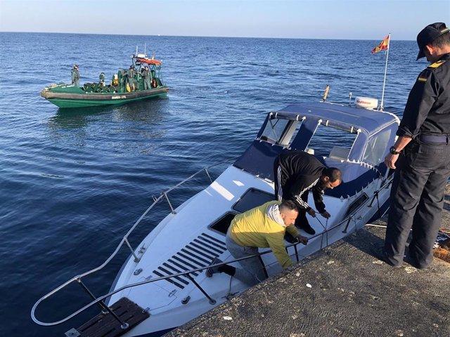 Almería.- Sucesos.- La Armada colabora en el rescate de tres tripulantes cuya embarcación quedó con el motor afectado