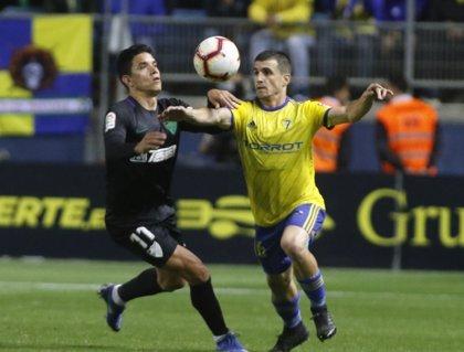El Málaga se queda fuera del 'playoff' con su empate en el Carranza