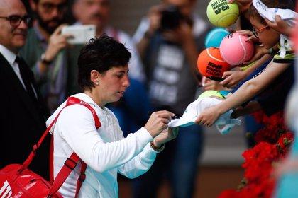 """Carla Suárez: """"Mi revés no estaba y Kuzmova se dio cuenta y me tiró todas las pelotas ahí"""""""