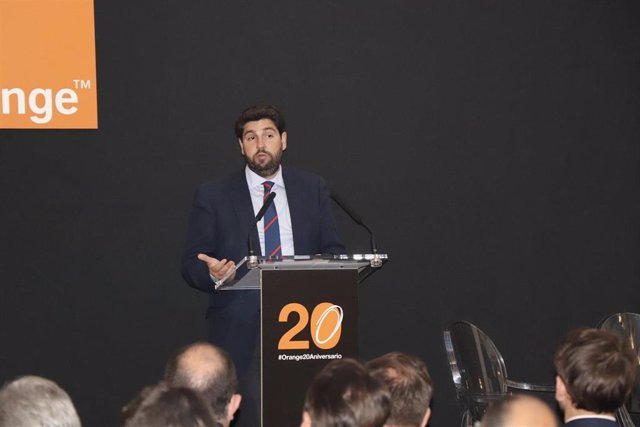 López Miras clausura la gala con motivo del 20 aniversario de la liberalización de las telecomunicaciones