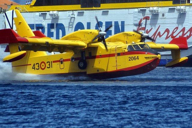 Hidroaviones del Ejército realizan maniobras para la prevención de incendios en La Gomera