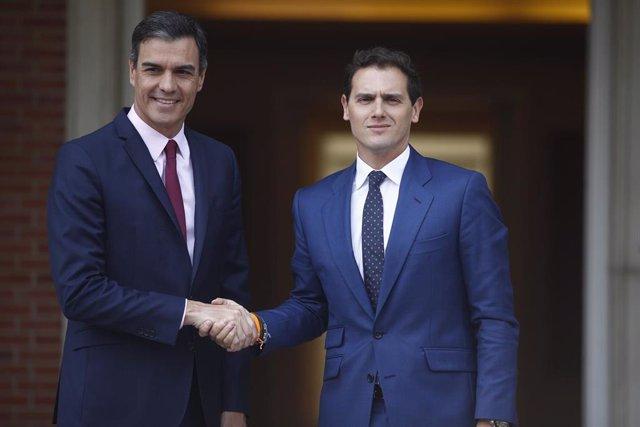El presidente del Gobierno, Pedro Sánchez, recibe al presidente de Ciudadanos, A