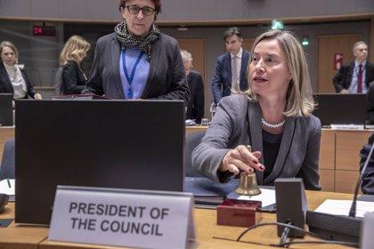 Mogherini rechaza una intervención militar en Venezuela y ve prioritario evitar una escalada