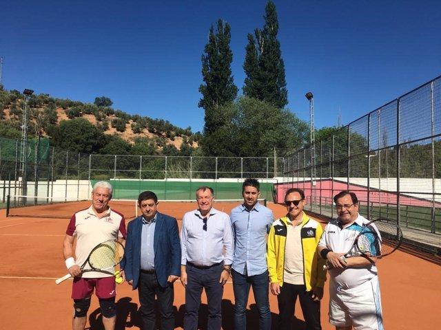 Jaén.- MásJaén.- Reyes mantiene un encuentro con miembros de clubes de tenis de Beas de Segura y Linares