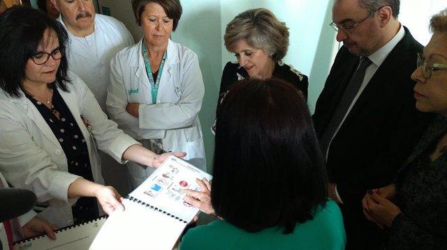 La ministra de Sanidad aboga por reforzar la cartera de servicios del Sistema Nacional de Salud en atención temprana