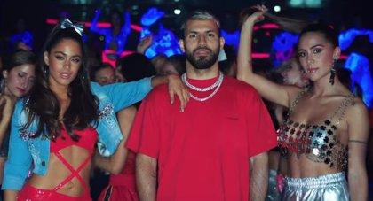 El Kun Agüero, de fiesta con Tini y Greeicy en el sensual videoclip de '22'