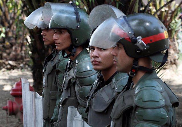 Venezuela.- La Guardia Nacional Bolivariana se despliega en torno al Parlamento venezolano