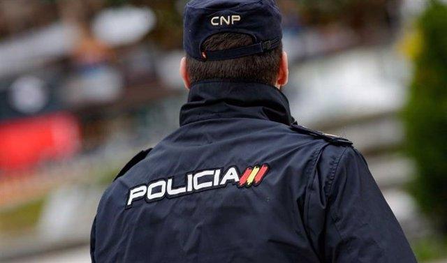 Alicante.- Sucesos.- Detenidos dos jóvenes de 18 y 19 años por asaltar encapuchados una farmacia en Benidorm