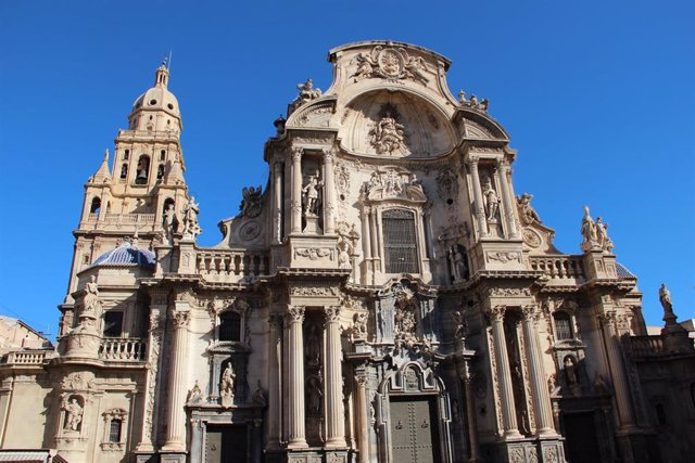 La Catedral cerrará este jueves y viernes para preparar la ordenación de monseñor Chico