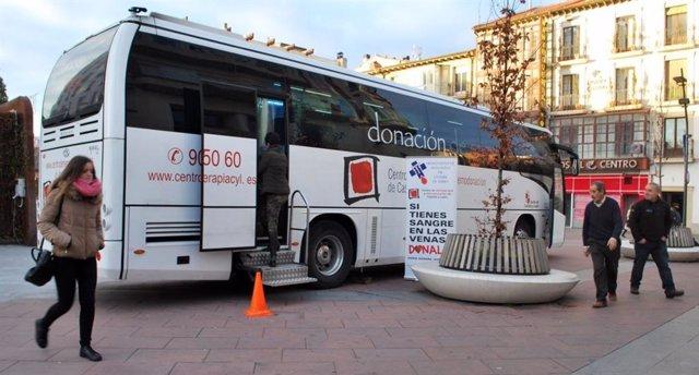 Imagen de archivo de un autobús de donación de sangre