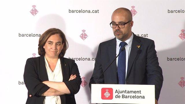 La alcaldesa de Barcelon, Ada Colau, y el conseller de Interior, Miquel Buch