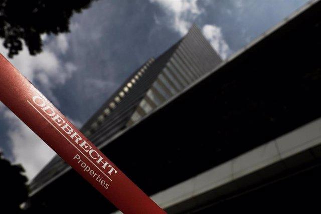 Logo de Odebrecht en su sede Sao Paulo, Brasil