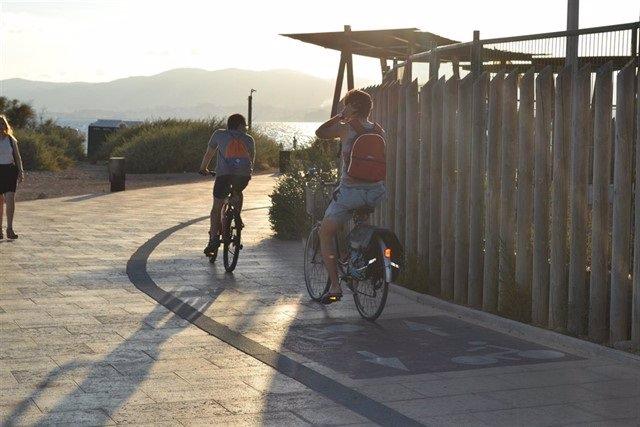 AMP.- Las pernoctaciones en apartamentos turísticos de Baleares caen un 19% en marzo y se sitúan en 57.315