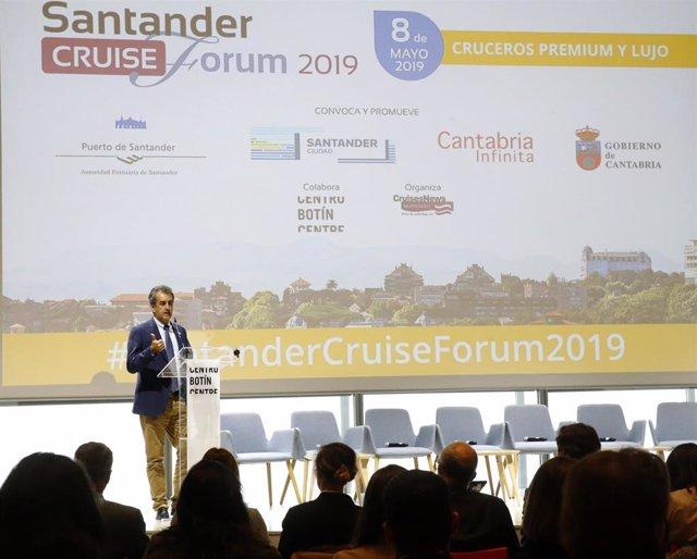 """Martín destaca los atractivos turísticos de Cantabria como destino """"ideal"""" para cruceros"""