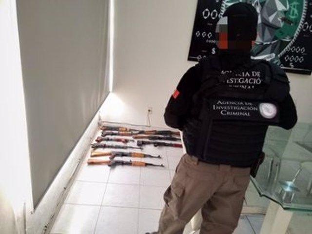 Golpe policial al Cártel Jalisco Nueva Generación en México: hallan más de 100 armas, drogas y dinero en efectivo