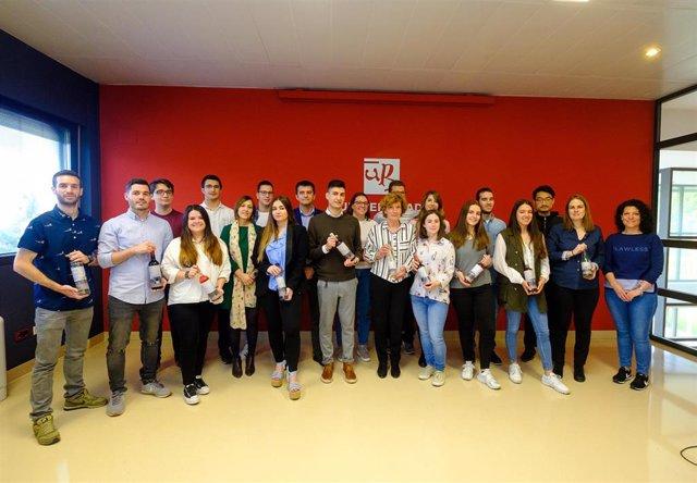 La VII Promoción del Grado en Enología de la UR presenta su gama de cinco vinos 'Puerto de Ebro'