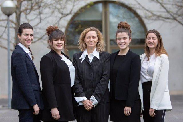 Alumnas de la UPNA participan en Holanda en una competición internacional para resolver casos de negocios