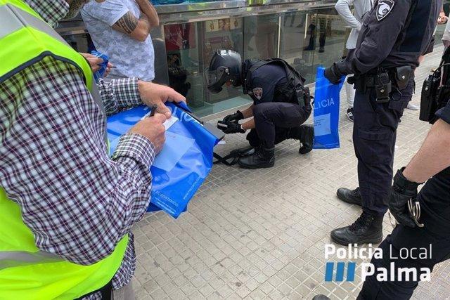 La operación policial en Playa de Palma contra la estafa del trile se salda con 26 detenciones