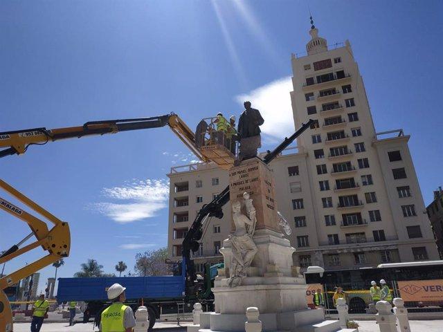 Málaga.- La escultura del Marqués de Larios regresa a la Alameda Principal tras su rehabilitación