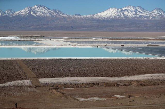 El lucrativo negocio del litio en Chile, ¿una amenaza para el ecosistema del país?