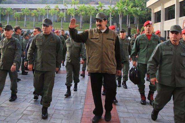 """AMP.- Venezuela.- Maduro reitera el apoyo del Ejército a la Constitución frente a """"un puñado de traidores"""""""