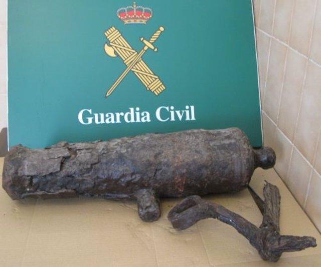 Successos.- Confisquen un canó del segle XVII a la venda en Internet des de Vilajuiga (Girona)