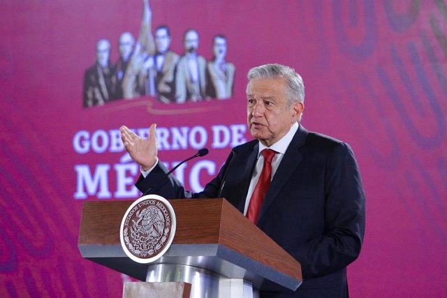 López Obrador anuncia que se iniciará el rescate de 65 mineros que quedaron atrapados en una mina de carbón en 2006