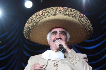 """Vicente Fernández asegura que rechazó un transplante de hígado temiendo que fuera de un """"homosexual o drogadicto"""""""