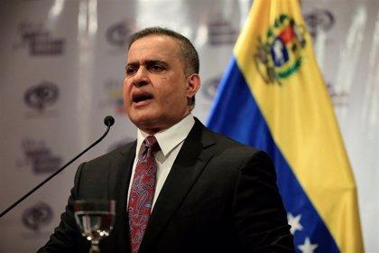 El fiscal general venezolano eleva a seis la cifra de muertos en la última ola de tensión y tilda a Guaidó de usurpador