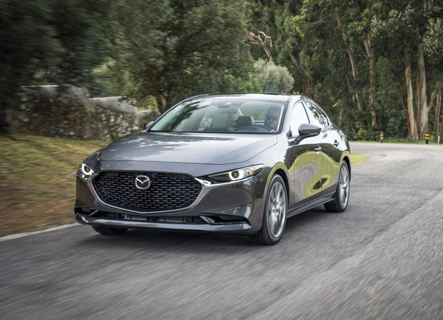 Economía/Motor.- Mazda abre los pedidos del nuevo CX-30 y del Mazda3 sedán