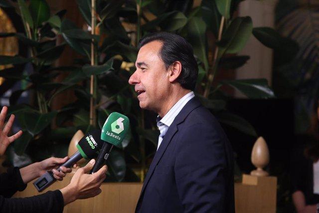 """Carmen Calvo junto a otros ministros asisten a la fiesta """"2.000 programas de El Intermedio"""""""