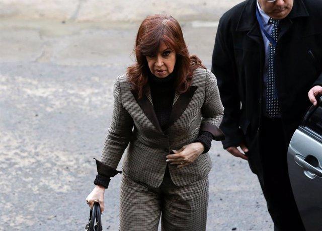 ¿Qué es la 'falta de mérito' y cómo afecta a Fernández de Kirchner en la causa conocida como la 'ruta del dinero K'?