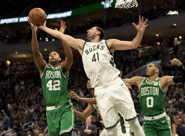 Baloncesto/NBA.- Los Bucks alcanzan la final del Este con un 'doble-doble' de Mirotic