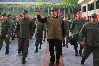 """Maduro destaca a las FFAA frente al """"gobierno supremacista"""" de Trump"""