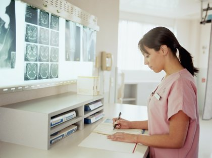 """Los enfermeros creen que el """"elevado"""" número de aspirantes a la OPE """"solo demuestra su precarización"""""""