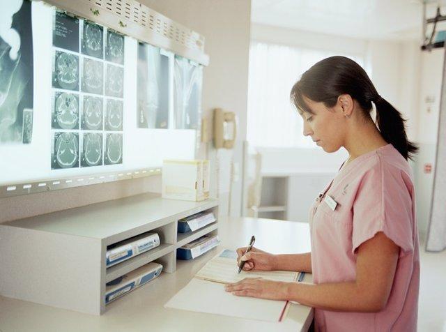 """Los enfermeros lamentan el """"desconocimiento y falta de sensibilidad"""" de Carcedo por no apostar por enfermeros escolares"""