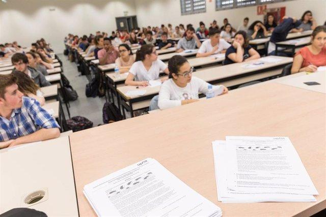 Estudiantes realizan las pruebas de la EvAU el año pasado en el campus de Tudela