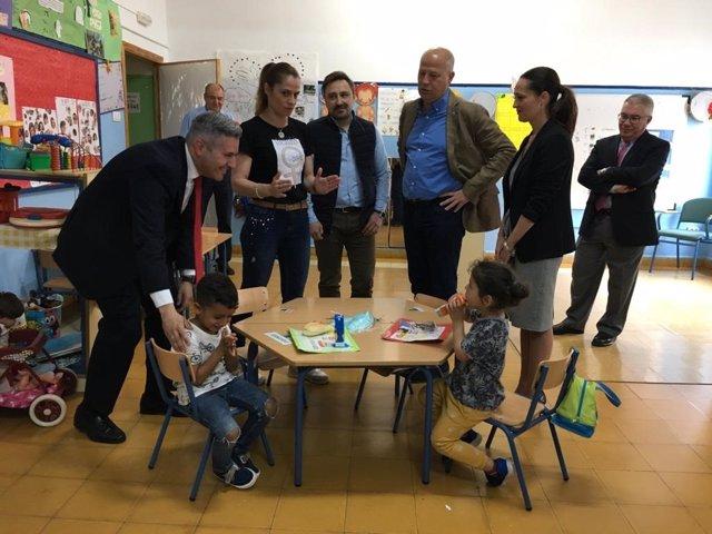 """Jaén.- Educación.- Imbroda conoce """"de primera mano"""" la labor desarrollada en los centros de zonas desfavorecidas"""