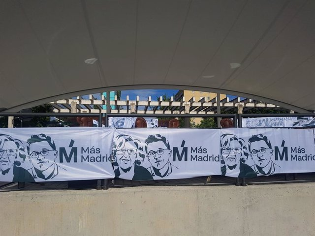26M.- La Plaza De La Asociación De Orcasitas Se Prepara Para La Cuenta Atrás Con 2.000 Banderolas De Más Madrid