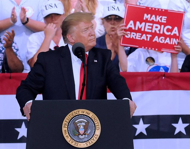Trump holds rally in Florida