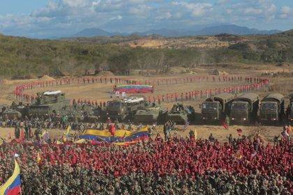 """Las Fuerzas Armadas de Venezuela denuncian la """"información falsa"""" sobre la incursión militar de venezolanos en Colombia"""