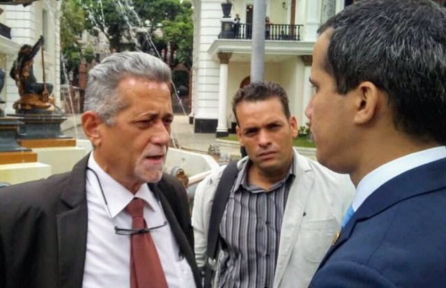 El diputado opositor venezolano Américo de Grazia se refugia en la Embajada de Italia en Caracas