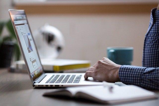 Los padres de niños con cáncer buscan en Internet información sobre cómo apoyar mejor a sus hijos