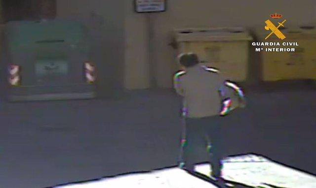 Detenido en Autol por matar a golpes a su perro