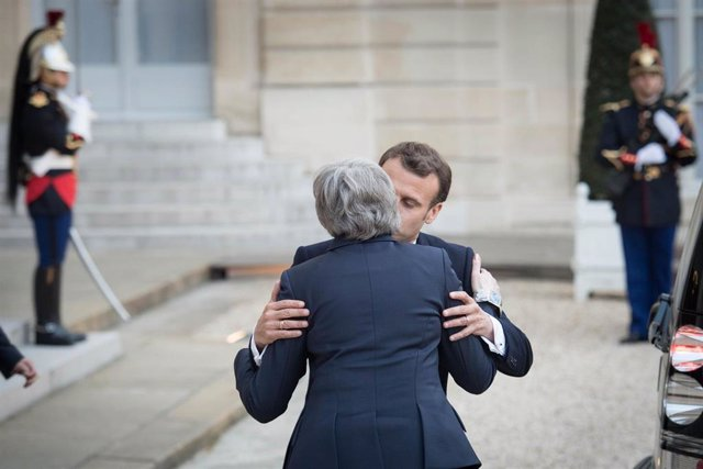 French President Macron meets Theresa May in Paris