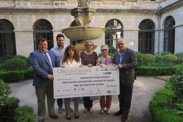 Jaén.-MásJaén.-Oro de Cánava entrega 3.000 euros a dos asociaciones contra el cáncer con recaudación solidaria de aceite