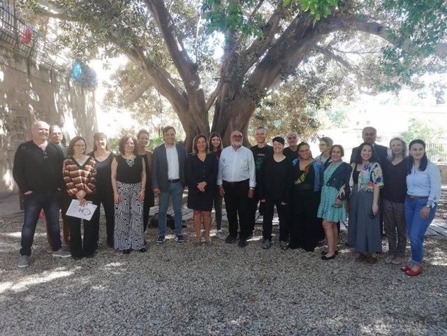 El Govern participa en l'edició del llibre 'Poesia és estimar' del Festival de Poesia de la Mediterrànea