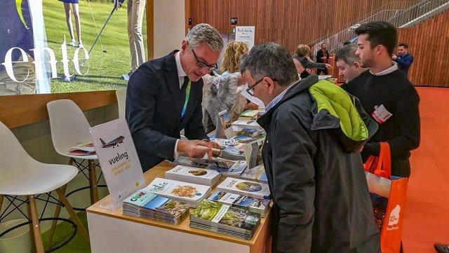 CádizAlDía.-Turismo.- Cádiz participa en Expovacaciones con el vuelo de Vueling como reclamo para atraer a los vascos