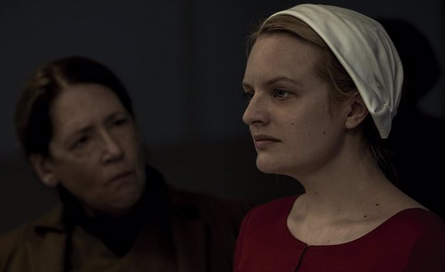 Elisabeth Moss en The Handmaid's Tale